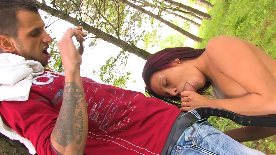 blowjob-in-the-park-3