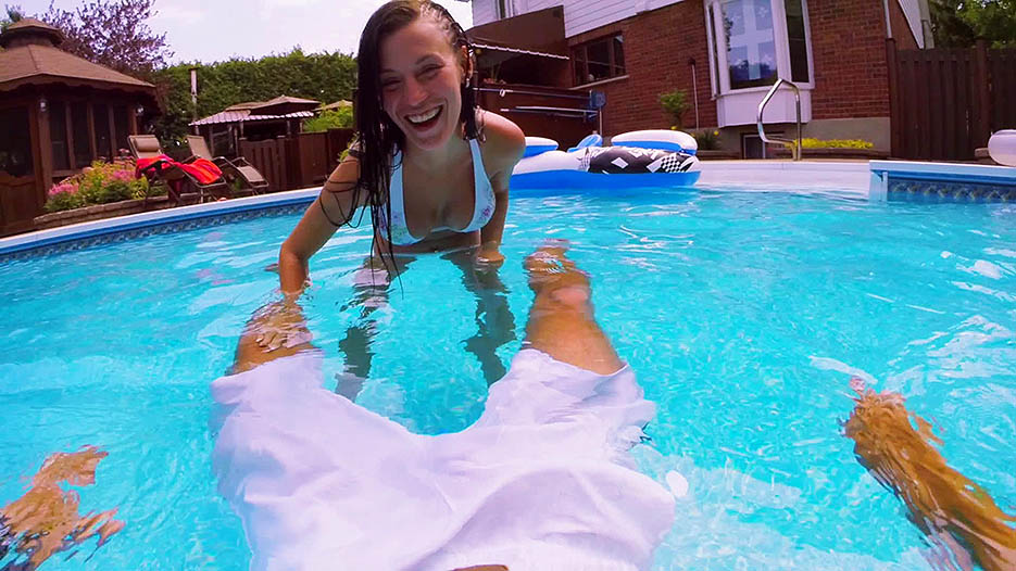 poolside-blowjob-amylee